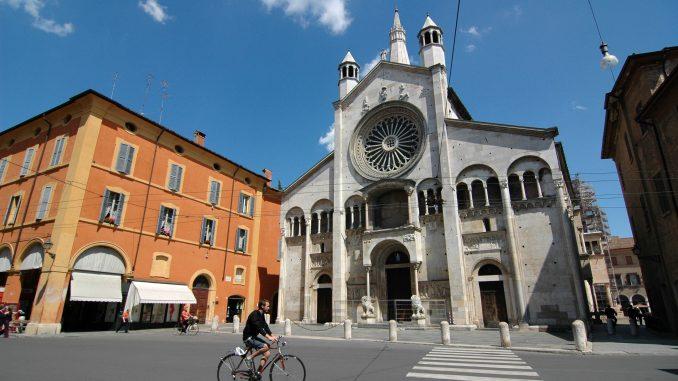 MODENA, il suo Duomo, Torre Civica e Piazza Grande