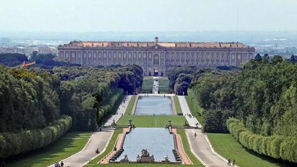 Reggia di Caserta del XVIII secolo con il Parco, l'Acquedotto del Vanvitelli e il Complesso di San Leucio