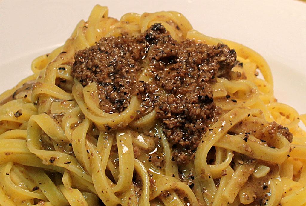 Cucina tipica Umbra<br>Tagliolini al tartufo nero pregiato di Norcia