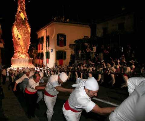 Processioni cattoliche con grandi strutture processionali a spalla<br>IHC Unesco